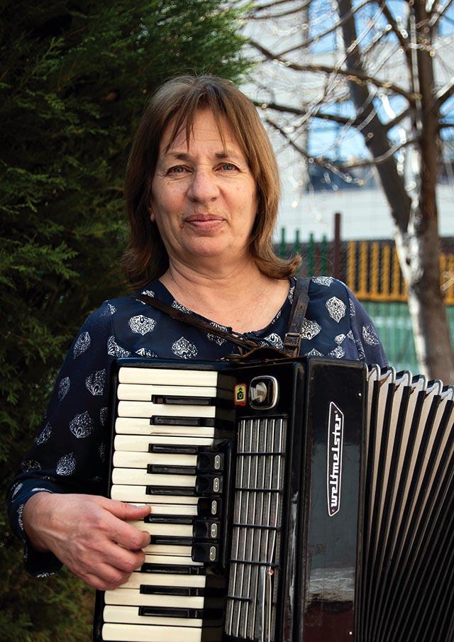 Наталия Гешева - Учител по Музика
